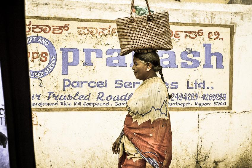 Femme à Mysore, depuis un rickshaw