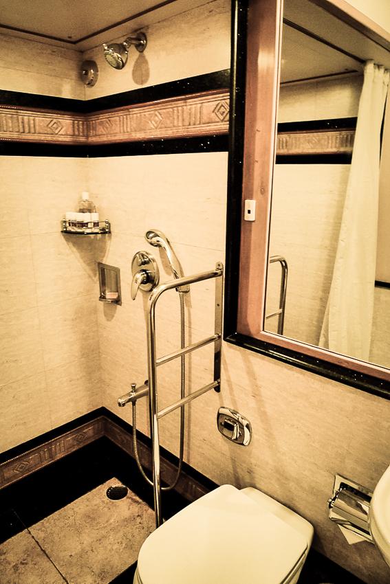 La douche dans le wagon Rashtrakuta