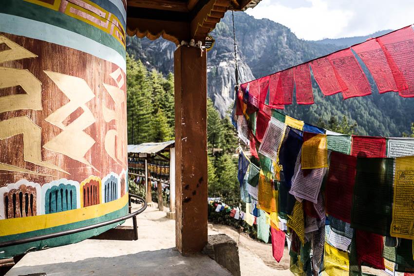 La moitié du chemin. Ascension  du monastère de Taktshang